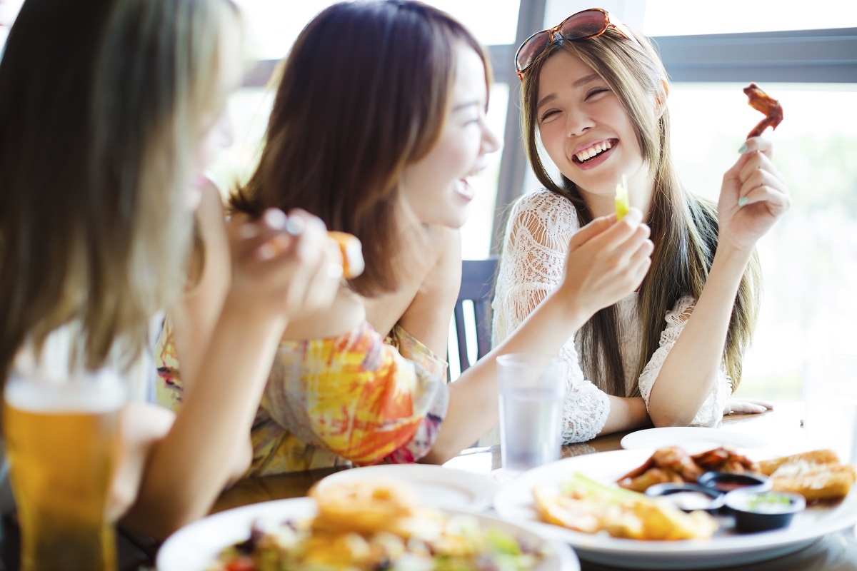 girls having lunch