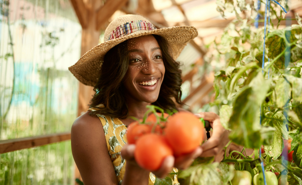 woman with fresh tomatoes